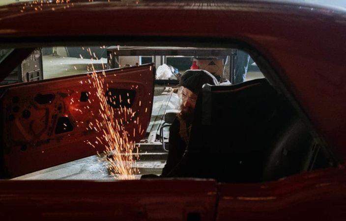 Kostenlose Werbung in einer Kleinwagenreparatur