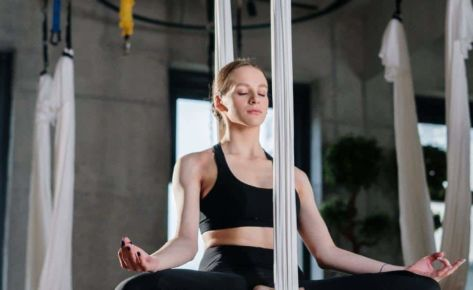 Aerial yoga – what does training in the air give us? Facts – Myths