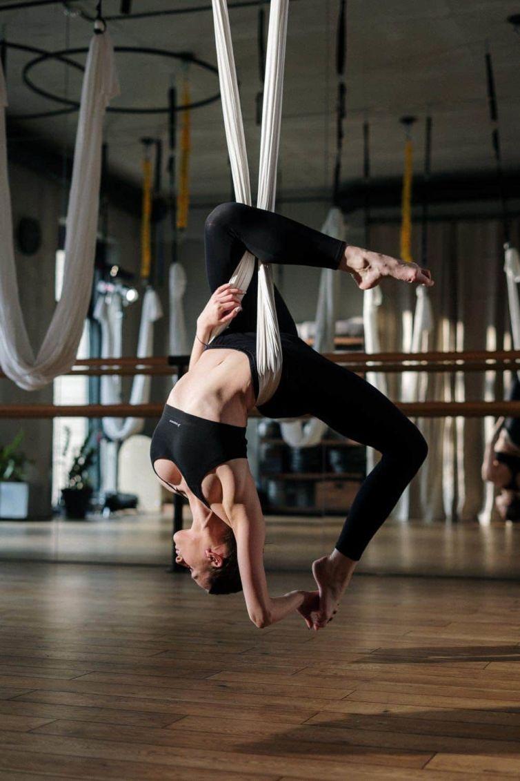 Aerial Yoga – was gibt uns das Training in der Luft? Fakten – Mythen