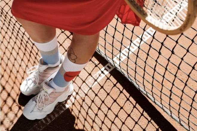Lady_shoes_for_playing_tennis