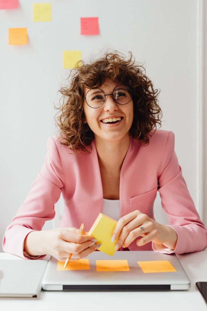 Businessfotografie - Frauen Make-up mit Brille