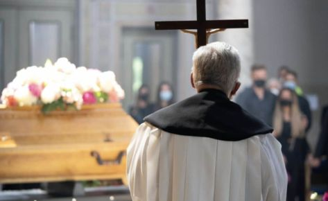 Is it possible to photograph at a funeral?